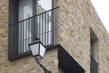 facade:brick::stone