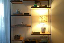 biblioteca con lampara