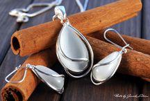 Fotografia biżuterii - KAMIENIE NA CYNAMONIE / www.jaceklitwin.com
