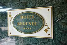 """Hcc regente / El hotel se encuentra ubicado en un edificio de estilo modernista construido en 1913 que recibe el nombre de """"Casa Evarist Juncosa""""."""