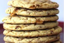 Food - Sweet - Cookies / by Linsey Banford