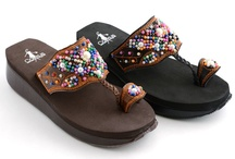 cute shoes / by Breck Cranford