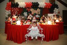 Festa Mickey e Minnie / Aniversário infantil com decoração de mesa temática da Minnie e do Mickey Mouse, os ratinhos mais famosos do mundo, personagens de Walt Disney.  Esse desenho de animação é um dos temas mais pedidos pelas crianças para festas de aniversário no Espaço Florescer Eventos, buffet infantil lúdico na Zona Leste de São Paulo.