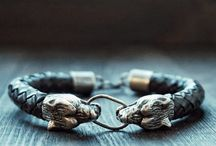 EPIC VIKING WOLF BRACELET SILVER 925 AND LEATHER! / Bracelet: Northern Wolf 925 SIlver and Leather   Silver weighs about 30 grams.  The diameter of the band can be made at your request.  I will do for 20-30 days.  More than 20 years I have been jewelry. I hope you enjoy wearing my unique jewelry.