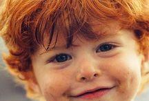 Kinder mit roten Haaren