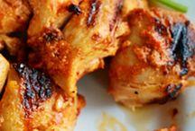 Recettes de barbecue / L'été est de retour, les barbecues aussi ! A nous, les chipolatas, merguez, pilons de poulet, travers de porc et autres viandes à griller ! On a sélectionné pour vous toutes les recettes pour des barbecues plein d'originalité.