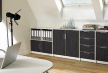 Werkplek op zolder / Je rommelzolder veranderen in een nette en opgeruimde werkplek? Met True Plexat verander je de zolder gemakkelijk in een strakke en praktische werkkamer.