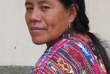 Voor en door vrouwen! / Voor vrouwen, door vrouwen - dat is waar Y'abal Handicrafts voor staat, en waar Y'abal Handicrafts voor gaat. Mode- en woningaccessoires voor de zelfbewuste Nederlandse vrouw. Geweven op het traditionele heupweefgetouw, door Maya vrouwen in Guatemala. Die daar een eerlijk loon voor ontvangen, en workshops om hun zelfredzaamheid en zelfwaarde te verhogen. Empowerment van vrouwen hier én daar. Be aware, be stylish, be unique!