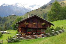 RÚSTICO, ' RIFUGIO, LE MALGHE E LE BAITE'- DOLOMITI E NORT- LOVE FOREVER-others :) / Baite são as casas onde param para repouso os alpinistas, caçadores, etc. Algumas casas são particulares, outras de entidades e são parte da cultura das montanhas da Europa. Benedetto il mio Veneto e le Dolomiti. Coloquei também muitos Pins americanos :)  Alguns REFÚGIOS seriam como as nossas casas de campo, mas na montanha, onde eles vão no verão para fugir do calor. <3