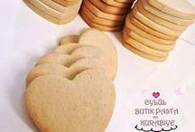 Şeker hamuru ile süslenen kurabiye