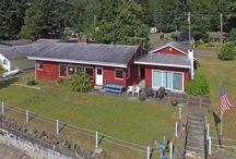 Little Red Beach House / Vacation Rental in Hoodsport, Washington http://vacationhomesonhoodcanal.com/little-red-beach-house/