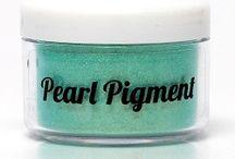 Pearl Pigment | Пигмент перламутровый / Перламутровый цветной порошкообразный пигмент на базе слюды с добавлением оксидов/диоксидов титана, железа, марганца, хрома в различных пропорциях для достижения определенного цвета. Проявляет высокую устойчивость к выцветанию, придают изделиям металлический оттенок, который не тускнеет, не исчезает.