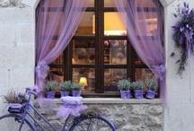 janelas com cortinas