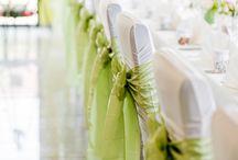 Stuhlhussen Verleih / Mit über 10.000 Stuhlhussen in elf Varianten und mehreren Farben haben wir für jeden Stuhltypen und jede Location die passende Husse.  Schreibt uns einfach an – gerne empfehlen wir Euch die geeignete Stuhlhusse ;)
