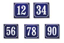 Huisnummer gezocht! / Jouw huisnummer is een belangrijk onderdeel van de entree. Daarom moet huisnummers mooi zijn en bij het geheel passen. Cubic Colors verkoopt een grote collectie huisnummerbordjes, huisnummerplaten en losse huisnummers, zodat er altijd één bij zit die past bij jouw voordeur!