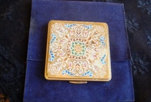 Vintage powder compacts / Why don't they make these kinds of beautiful compacts anymore? They're so pretty...