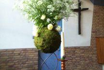 Symbolische schikkingen / Bloemsierkunst met symboliek. Vaak gebruikt in kerken ter ondersteuning van een dienst of christelijke feestdag