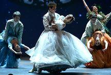 RODGERS + HAMMERSTEIN'S CINDERELLA / Roger + Hammerstein's Cinderella dazzles The Fox stage December 27 - 31, 2017!