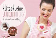 """Klitzekleine Glücklichmacher / Zuerst die gute Nachricht: Glück kann man backen! Und die schlechte: die 60 wunderbaren Rezepte in diesem Buch machen süchtig. Süchtig nach wunderhübschen süßen Kleinigkeiten, Cake Pops, Macarons, Whoopie Pies, Cupcakes, bunten Verzierungen, verspielten Details und schönen Verpackungen. Was Dani Klein bislang nur in ihrem zauberhaften Foodblog preisgegeben hat, gibt es nun endlich auch in Buchform. """"Klitzekleine Glücklichmacher"""" bietet für jede Gelegenheit die passende Idee zum Selbermachen."""