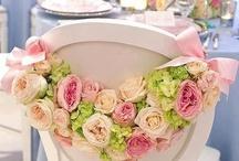 sillas con flores