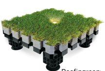 """Roofingreen Nature Led / Nature Led è l'opzione che consente di integrare nel modulo Roofingreen Nature un'illuminazione scenica con faretti LED """"segnapasso"""" a basso consumo, adatta a tutti gli ambienti esterni. Nature Led aggiunge la suggestione della luce all'eccezionale impatto estetico e alle prestazioni della tecnologia Roofingreen: isolamento termico e assorbimento acustico, facilità e velocità di posa, nessuna manutenzione, zero consumo idrico. Illumina lo spazio intorno a te."""