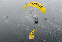 Kuzey Kutbu'ndan çıkan ilk petrolü taşıyan tankere karşı eylem! / Rotterdam'da 80 eylemci Kuzey Kutbu'ndan çıkan ilk petrolü taşıyan tankere karşı eylem düzenledi.   Shell ve Gazprom, Kuzey Kutbu'ndan petrol çıkarmaktan vazgeçmeli. / by Greenpeace Türkiye
