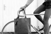 BIKE IN THE CITY / Imagens de bicicletas no ambiente urbano.