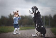 Τα μικρά παιδιά και οι γιγαντόσωμοι φίλοι τους |