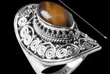 """Jóias de Prata com Olho de Tigre / Olho de Tigre: absorve más energias, encoraja, protege dos perigos e também é conhecida como """"pedra da liberdade""""."""