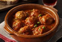 Tapas, che bontà! / Uno dei motivi per cui gli italiani amano tanto la Spagna è la sua cucina deliziosa, una gastronomia mediterranea che ha tanti punti in comune con quella italiana, che trova la sua forma di eccellenza nelle famosissime Tapas.  http://blogstelsclub.com/viaggi-e-acquisti/10-tapas-classiche/