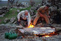 Yekta Uzunoglu S kurdskými bojovníky Peshmarga 2017 / kurdish people kurdistan