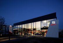 Nový koncept showroomů značky SEAT / V Berlíně jsme otevřeli nový showroom. Jak se vám líbí vlajková loď prodejen značky #SEAT podle nového konceptu?