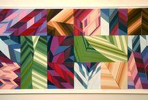 Painéis Linha Brasil para parede por Enrique Rodríguez / Superposição de volumes e relevos revestidos em papéis coloridos criando jogos de cores, luzes e sombras.