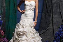 Future Bride's / by Cristy Encinias Oborny