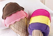 Almohadones tejidos.