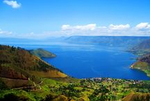 DANAU TOBA / Danau Toba yang terletak di Sumatera Utara merupakan danau vulkanik yang sangat besar dengan panjang sekitar 100 kilometer dan lebar sekitar 30 kilometer. Danau ini terbentuk oleh sebuah letusan gunung berapi raksasa sekitar 70.000 tahun yang lalu, hal tersebut telah membuat kaldera terbesar di Bumi bangkit kembali.