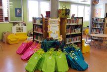 Livres en vacances - bibliothèque Caucade - jeunesse / Allez vite  à la bibliothèque avec votre carte de lecteur à jour, choisissez une pochette surprise et découvrez son contenu pendant vos vacances !