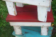 Σκαμνάκια / Ξύλινα σκαμνακια σε παλιο χωριάτικο στυλ