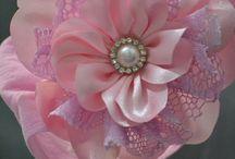 Flores e Laços de Cetim