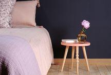 Pour les parents / Notre mobilier mise en scène dans un séjour, une chambre à coucher ...
