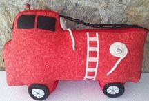 Almofadas Artecabocla / Patchwork,estampa maria,carrinho, Infanto Juvenil.Bonequinha, Anjo,Robo,Foguete