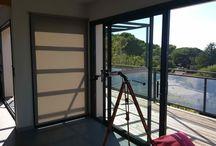 Store à descente verticale / Store à descente verticale en screen pour intérieur et protection de la chaleur