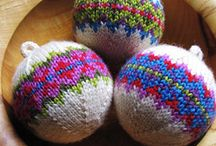 knitted christmass ball