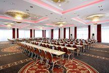 Tagungen, Konferenzen & Seminare im Hotel / Ob Tagungen, Konferenzen oder Seminare, in unseren Hotels findet ganz sicher jeder die entsprechende Räumlichkeit für Ihre  Anforderungen und Ansprüche ...