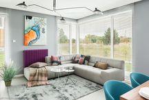 kanapa do salonu / Po męczącym dniu dobrze jest odpocząć w wygodnym i przytulnym miejscu. Kanapa w salonie jest wymarzonym miejscem na popołudniowy relaks. Twoja idealna sofa może stać się główną ozdobą pomieszczenia i przykuwać wzrok wyjątkowym kolorem, kształtem, fakturą. Jednak warto połączyć aspekt wizualny z funkcjonalnym, aby zapewnić sobie komfort w każdym względzie. Zobacz, jak prezentują się kompaktowe wersje w niewielkich pokojach, a także, jak za pomocą kanapy wydzielić przytulną przestrzeń w salonie.