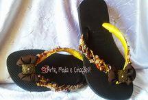 Havaianas Customizadas / Sandálias havaianas customizadas, decoradas e bordadas com pedrarias e tecidos para ficar linda e confortável!