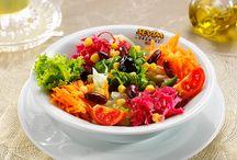"""Sevim Lokantası """"Salatalar"""" / En taze mevsim yeşilliklerini anne özeni ile yıkadıktan sonra bol malzemeli salatalarımızı sizler için hazırlıyoruz."""