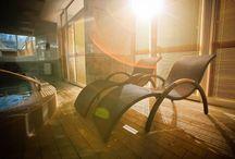 Akcja Rekreacja! / Sunbaltic Resort & SPA oferuje szeroką gamę różnego rodzaju form wypoczynku i aktywności skierowaną zarówno do dużych, jak i małych. Do dyspozycji gości są m.in.: basen, sauna, bilard, stół do ping ponga, rowery, korty tenisowe, boisko do koszykówki, plac zabaw i kącik zabaw dla najmłodszych. W odległości zaledwie 200 metrów od obiektu znajduje się piękna, czysta bałtycka plaża. Zachęcamy do skorzystania z naszej bogatej oferty!
