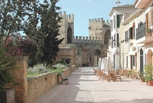 Neighbourhood Guide - Alcudia town, Mallorca, Spain / This unusual walled town is one of the most celebrated towns of Mallorca, which is famous for its historical Roman walls and the nearby beautiful North beaches.