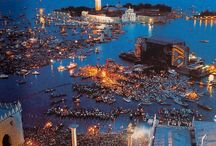 PINK FLOYD VENICE 1989 / A board dedicated to the legendary #PinkFloyd free #concert in #Venice on July 15th 1989. #Venezia #Redentore #Concerto #Bacino #SanMarco #palco #galleggiante #stage #floating #folla #pubblico #crowd